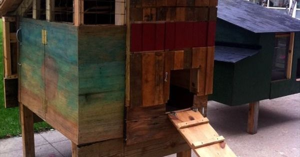 pallet chicken coop out of recycled pallets pallet furniture diy projects pinterest. Black Bedroom Furniture Sets. Home Design Ideas