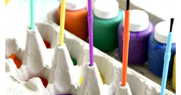 Mess free painting with egg carton mom paint brushes for Egg carton room