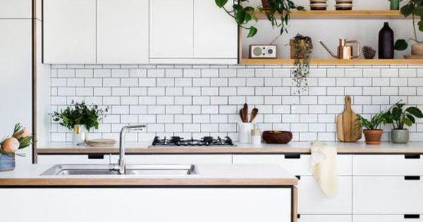 La cuisine blanche et bois en 102 photos inspirantes meilleures id es tag res en bois - Amenager kleine keuken ...