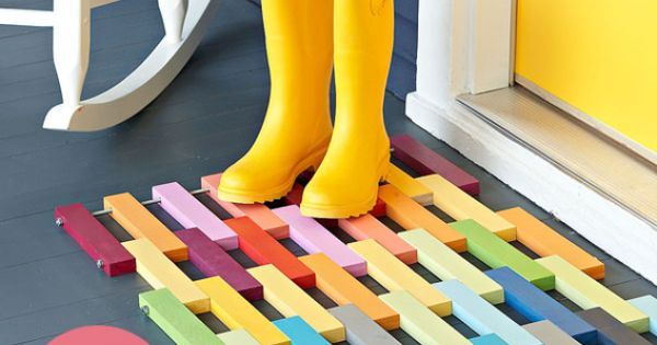 The perfect DIY project for spring: a colorful wooden door mat!