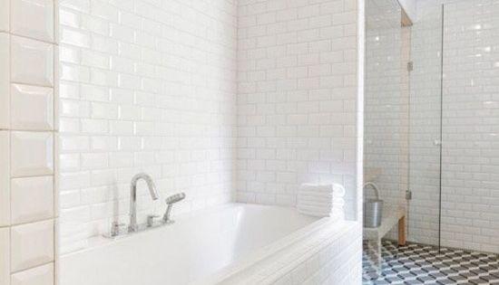 Grafische tegels in de badkamer idee n voor het huis pinterest bath - Tegel credenza ...