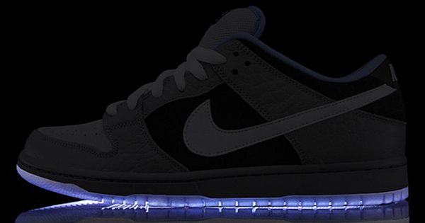 PREMIER X NIKE SB DUNK LOW cool - apparantly light-up shoes arent