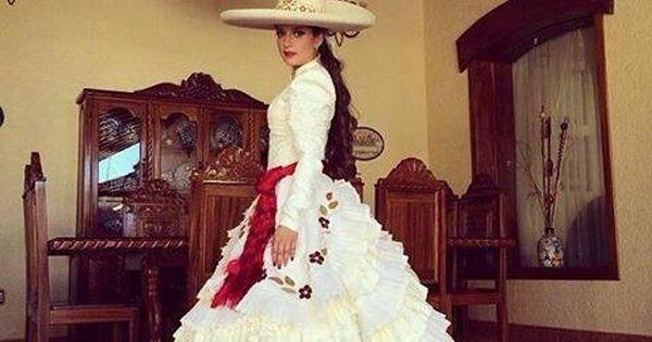 Vestido de adelita o de escaramuza representativo de la ...