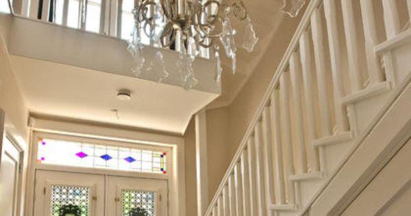 Grote open hal met een schitterende kroonlamp villa te zeist - Trap binnen villa ...