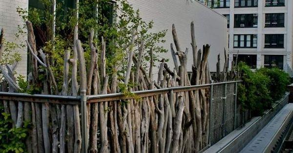 sichtschutz ideen holz zweige pflanzen rustikal aussehen balkon pinterest sichtschutz. Black Bedroom Furniture Sets. Home Design Ideas