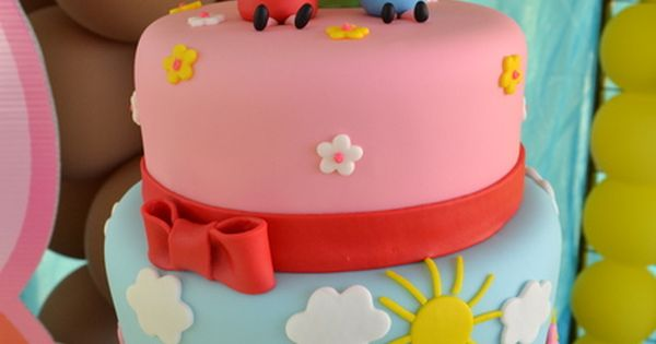 Cake at a Peppa Pig Party peppapig partycake