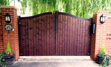 Quality Wooden Gates Tarmec Croft Earls Colne Colchester Essex Tarmecfencingandgates Co Uk In 2020 Wooden Gates Driveway Driveway Gate Wooden Gates