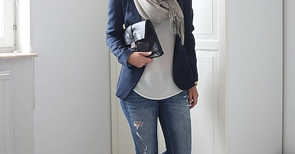 Navy Blazer. Scarf. Skinny jeans and flats. THIS IS EXACTLY MY STYLE!!