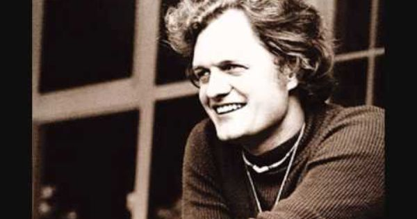 Harry Chapin Dirt Gets Under The Fingernails Singer Music Music Icon