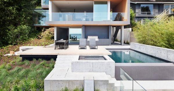 modernes haus steilhang pool beton terrasse glas gel nder. Black Bedroom Furniture Sets. Home Design Ideas