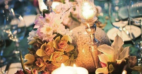 Boa Noite De Flores: Boa Noite! Flores E Velas Em Completa Harmonia, Na Mesa
