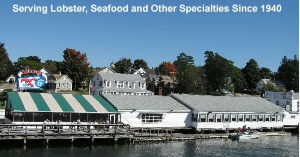 Warren S Lobster House In Kittery Maine We Enjoy Walking Over The Bridge Next To The Restaurant To A Tiny Islan Lobster House York Beach Maine Lobster Pound