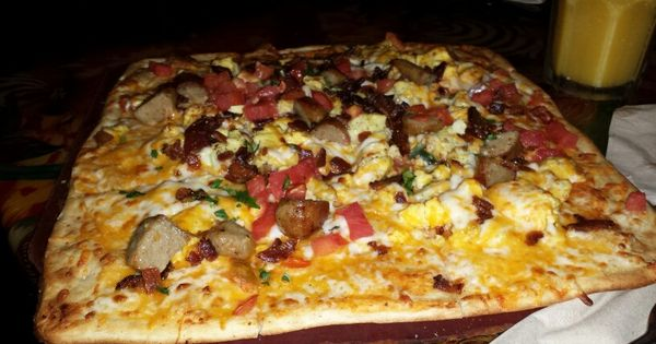 pie of the viper breakfast pizza at animal kingdom rainforest cafe disney world food. Black Bedroom Furniture Sets. Home Design Ideas