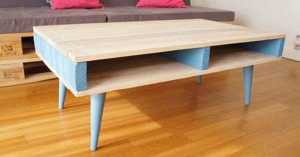 Table basse en bois de palettes avec pieds compas coniques - Table de nuit en palette ...