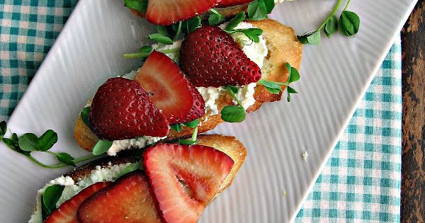 Crostini with Balsamic Strawberries, Ricotta & Pea Shoots ...