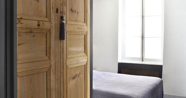 fabriquer une armoire avec des portes anciennes en bois vrai faux portes anciennes et armoires. Black Bedroom Furniture Sets. Home Design Ideas