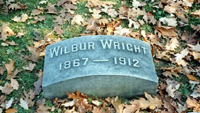 Grave Marker Wilbur Wright Us Aviation Pioneer Wilbur Became Ill On A Business Trip To Boston In April 1 Famous Tombstones Famous Graves Cemetery Monuments