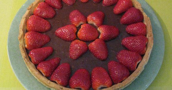 Tarte aux fraises aux 3 chocolats http://www.la-cuisine-des-delices.eu ...