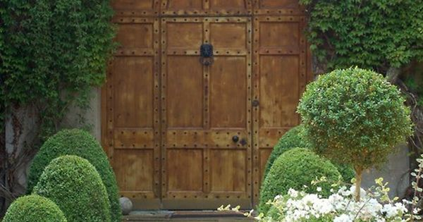 Love this garden door!! The secret garden is a dream of mine!!