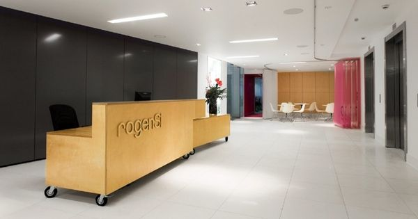 Reception desk on casters office spaces pinterest for Reception mobile