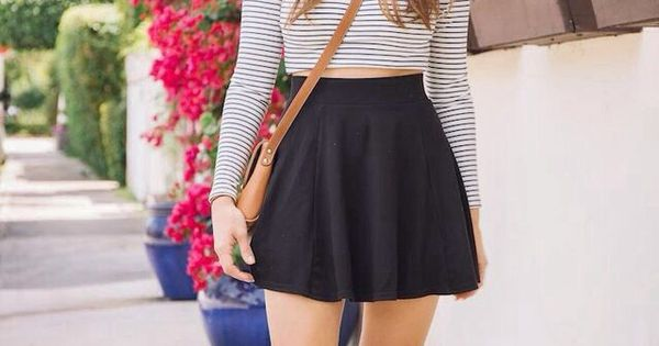 Crop top, skirt, cross body and oxfords. Is this a great outfit