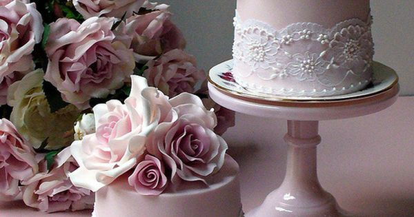 I love mini wedding cakes for wedding favors