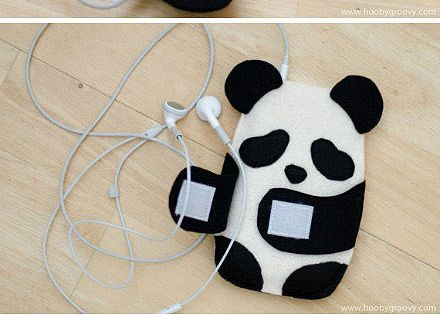 This is so cute! Panda mp3/ iPod case with a little pocket