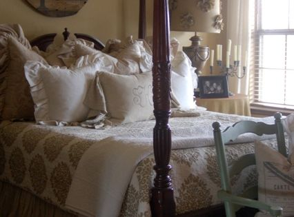 Love four poster beds... Guest bedroom idea