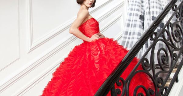 This red Dior dress is breath taken, I seriously can't breathe right