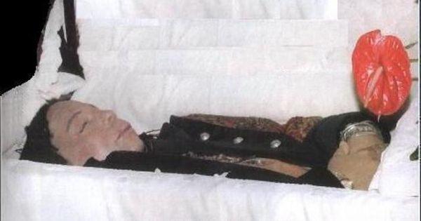 32 Photos Of Celebrity Open Casket Funerals That Will ...