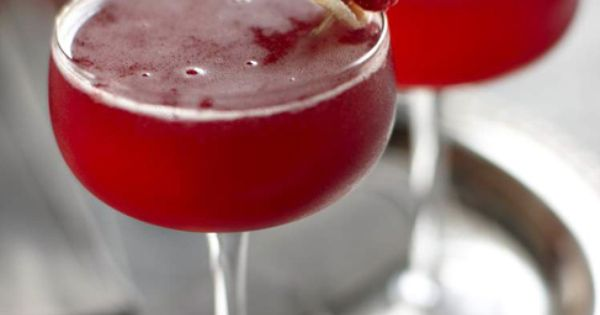 Raspberry Ginger Bellini, cocktail, recipe, red.