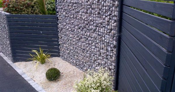 Cloture avec alternance gabion palissade bois jardins for Cloture jardin avec portillon