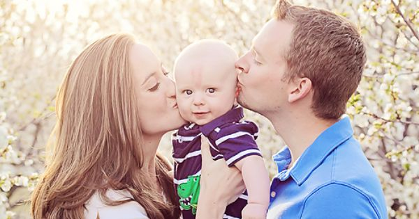 cute family photo portrait orchard photography baby kissing