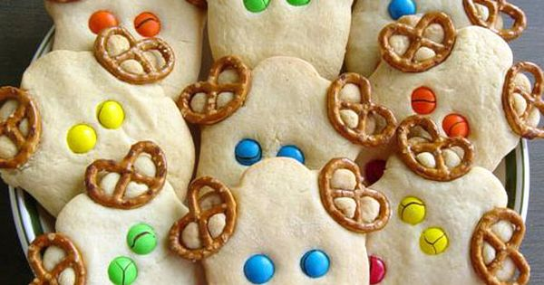 Reindeer Cookies. sugar cookie recipe, some lil pretzels & M-n-m...fun & easy