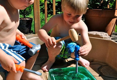 SUMMER FUN Such a good idea!!!! How to keep a child busy