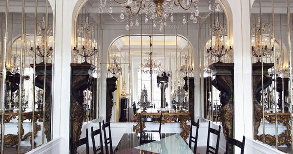 schiaparelli opens paris couture salons salons couture and chandeliers. Black Bedroom Furniture Sets. Home Design Ideas