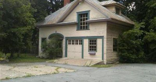53 Washington St Calais Me 04619 House Styles Old Houses House