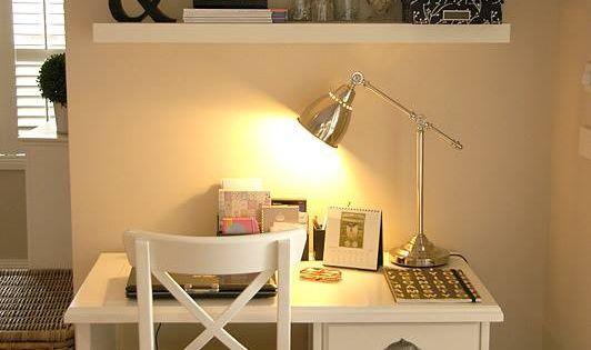 Escritorio blanco con repisa taller de estudio tableros - Escritorios para espacios pequenos ...
