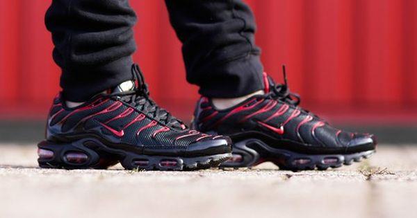 Nike tns plus ultra red and black | Nike, Black nikes, Nike