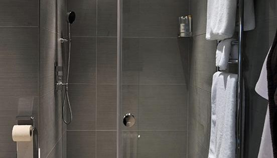 italian style shower entirely grey in modern style. Black Bedroom Furniture Sets. Home Design Ideas