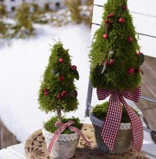 weihnachtsdeko f r au en vor der t r festlich dekorieren aussen dekorieren und t ren. Black Bedroom Furniture Sets. Home Design Ideas