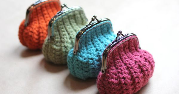 crocheted purses | Repeat Crafter Me: Crochet Coin Purse