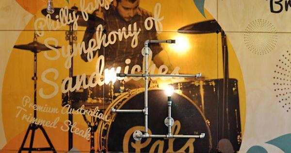 Une déco murale industrielle et colorée  Studios, Deco and The o ...