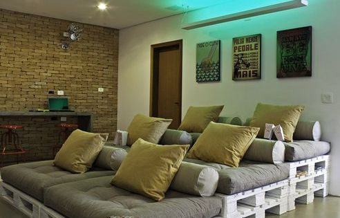 Awesome media room idea. Old pallets used! Hmmmm for our movie room