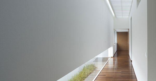 minimalistische flurgestaltung mit pflanzen und indirekte flurbeleuchtung ideen rund ums haus. Black Bedroom Furniture Sets. Home Design Ideas