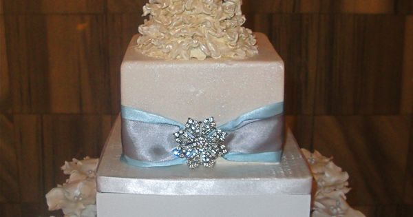 pictures of wedding cakes made out cupcakes bridal shower cake topper and cupcakes this was a 18466