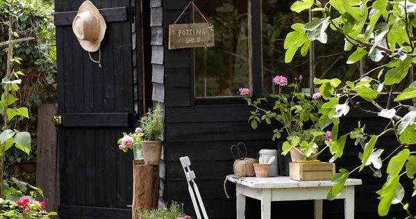 Cabane jardin peinte en noir excellente id e favorite places spaces pinterest cabane - Cabane jardin peinte argenteuil ...