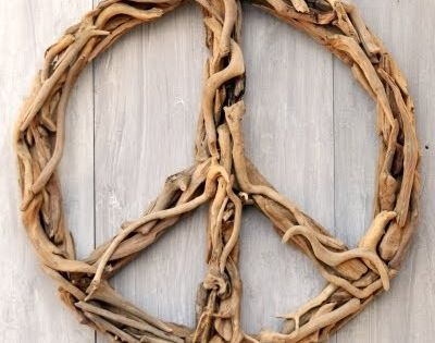 Hello driftwood! :D Crafted peace symbol - perfect for homes, huts and