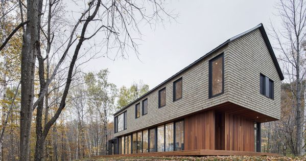 Cedar warms contemporary quebec home inside and out http for Modern house quebec
