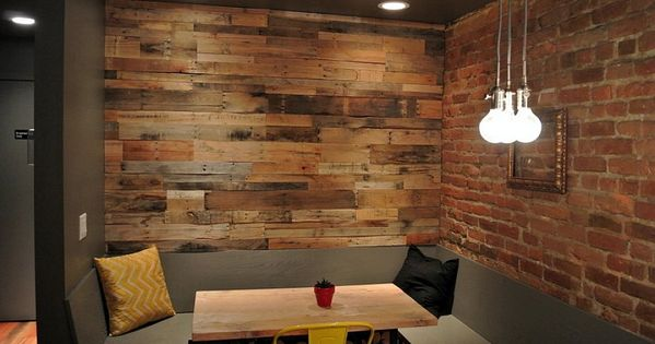 Living room appealing basement family room decorating ideas with special design pallet wood - Rivestire parete con legno ...